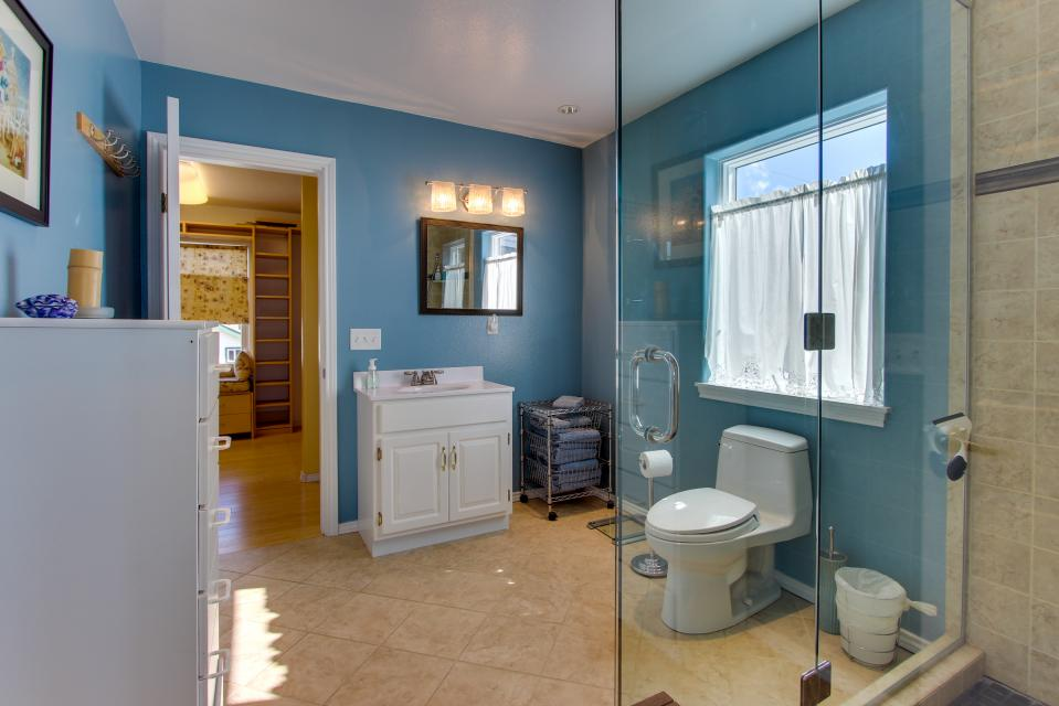 Vinovilla - Rockaway Beach Vacation Rental - Photo 14