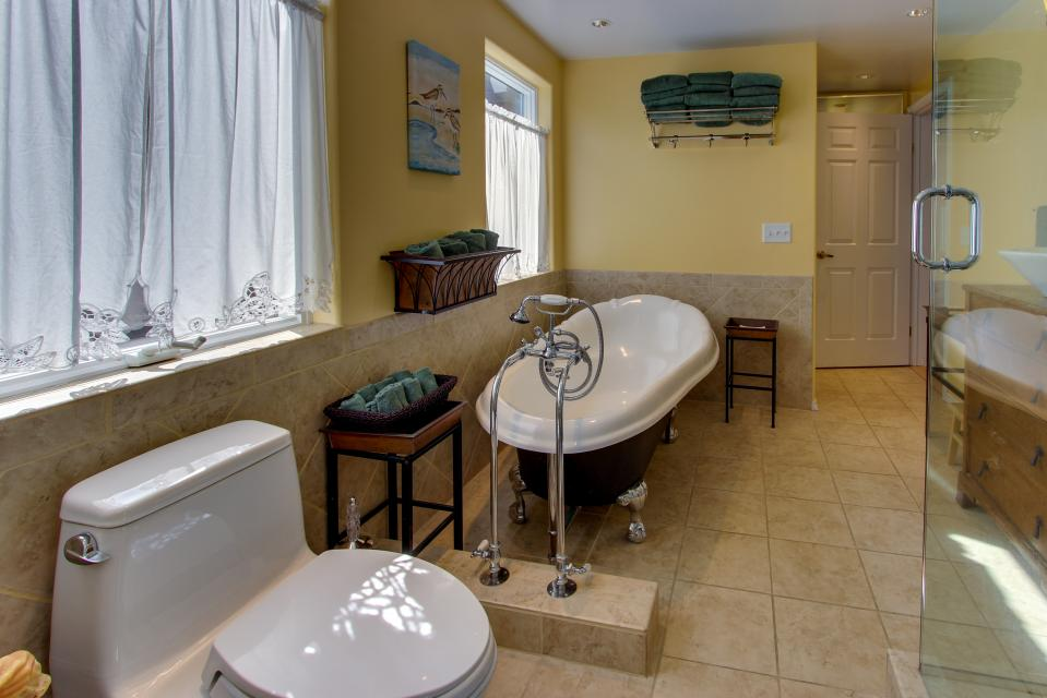Vinovilla - Rockaway Beach Vacation Rental - Photo 12