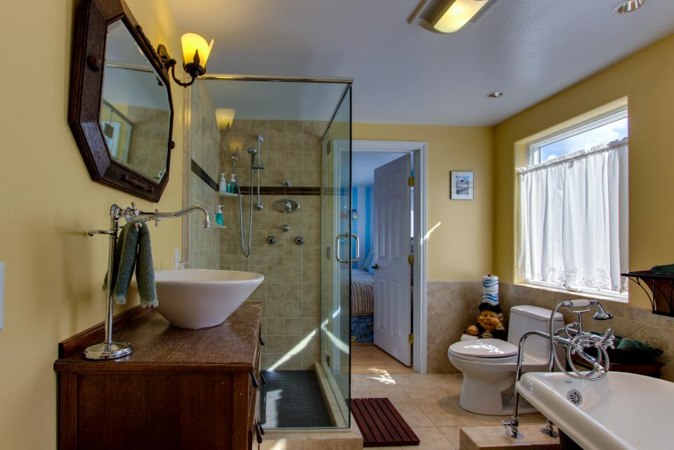 Vinovilla - Rockaway Beach Vacation Rental - Photo 11