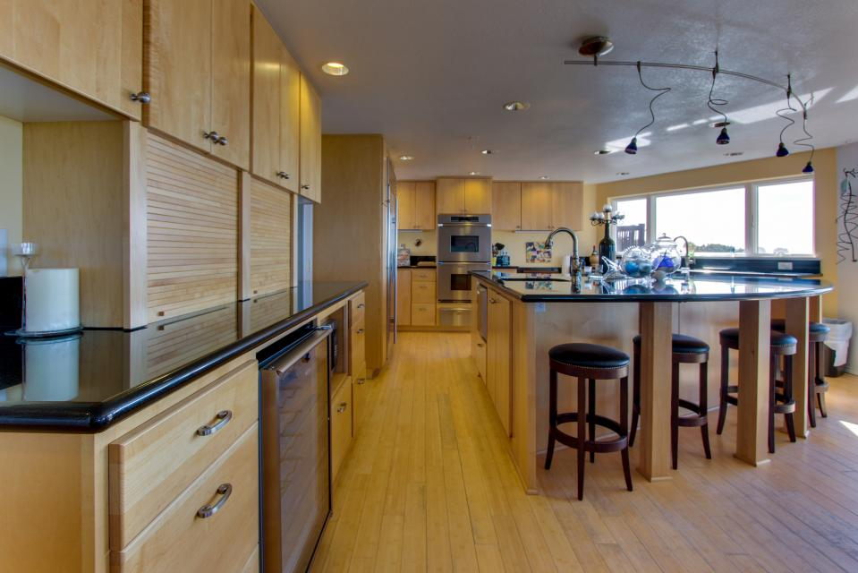 Vinovilla - Rockaway Beach Vacation Rental - Photo 6