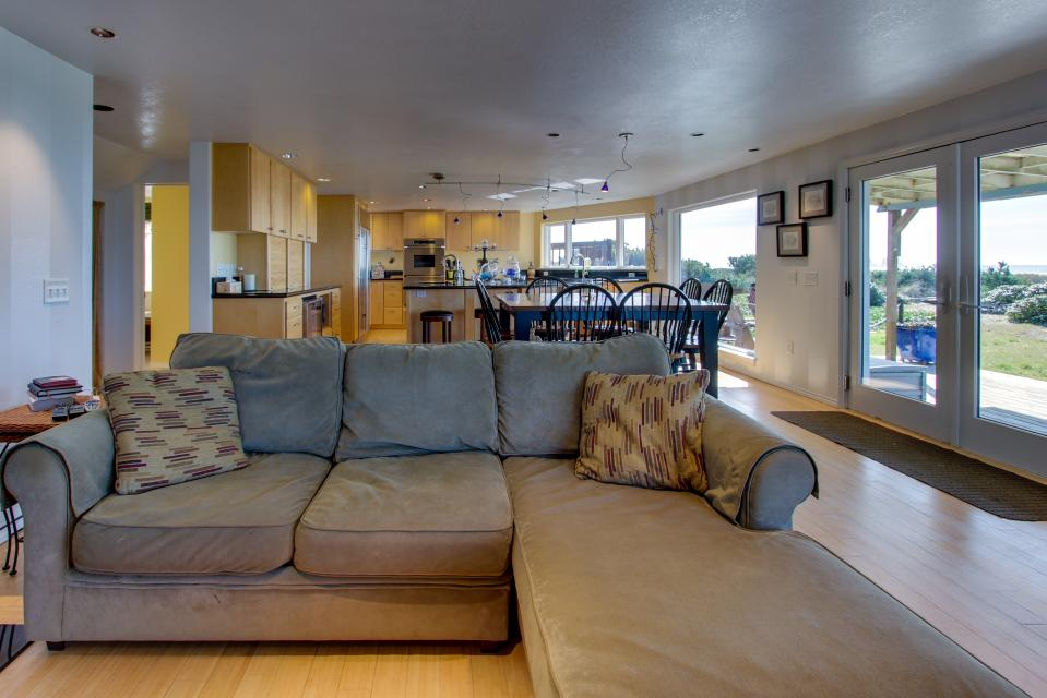 Vinovilla - Rockaway Beach Vacation Rental - Photo 31
