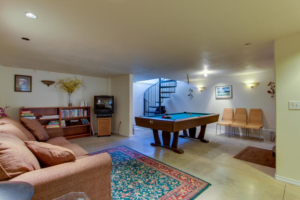 Vinovilla - Rockaway Beach Vacation Rental - Photo 40
