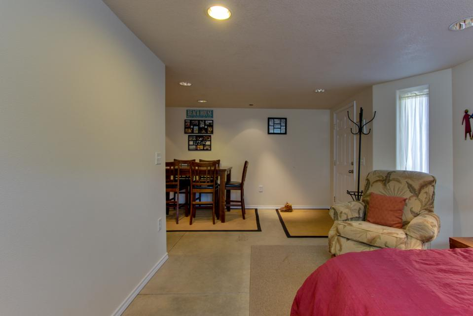 Vinovilla - Rockaway Beach Vacation Rental - Photo 21