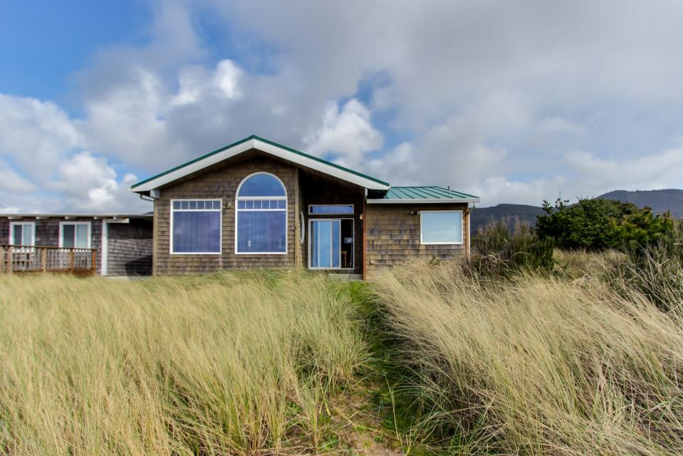Beach Whale - Rockaway Beach Vacation Rental - Photo 1