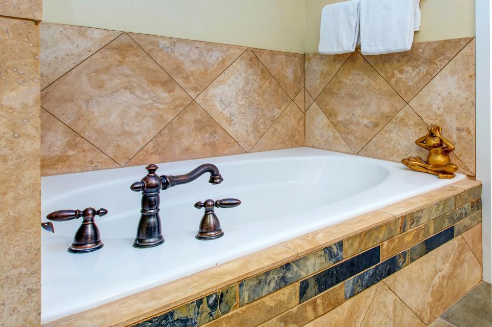 Luxury Bear Hollow Condo - Park City Vacation Rental - Photo 19