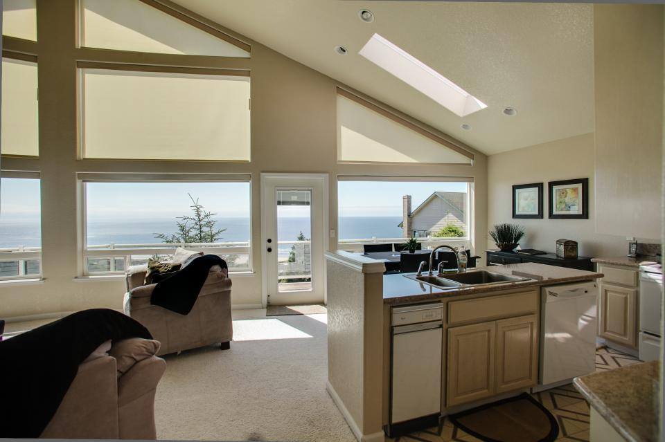 Pacific View Paradise  - Rockaway Beach Vacation Rental - Photo 6