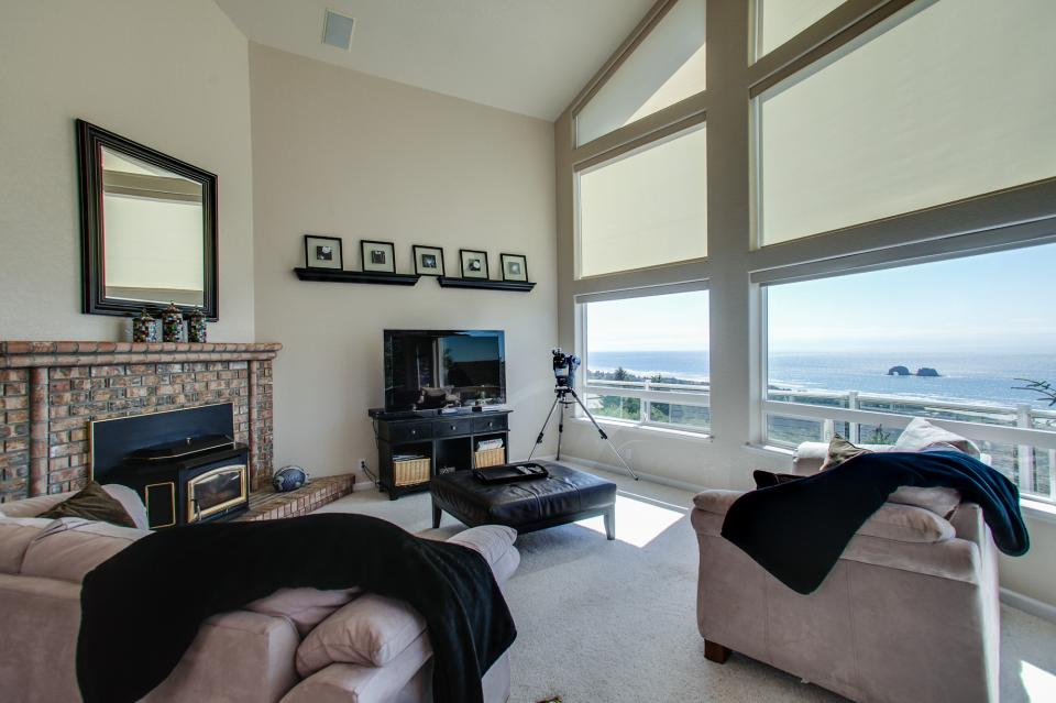 Pacific View Paradise  - Rockaway Beach Vacation Rental - Photo 2