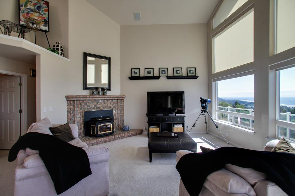 Pacific View Paradise  - Rockaway Beach Vacation Rental - Photo 5