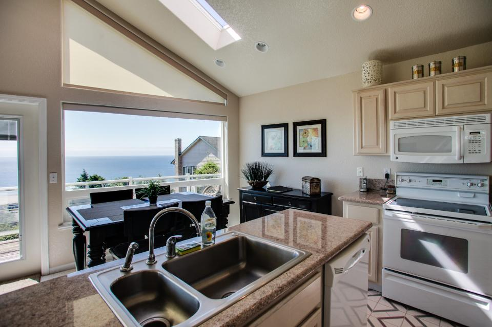 Pacific View Paradise  - Rockaway Beach Vacation Rental - Photo 12