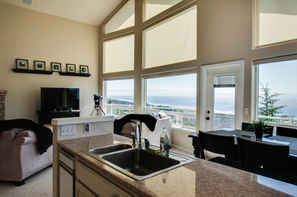 Pacific View Paradise  - Rockaway Beach Vacation Rental - Photo 11