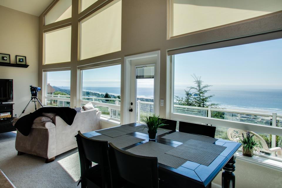 Pacific View Paradise  - Rockaway Beach Vacation Rental - Photo 7