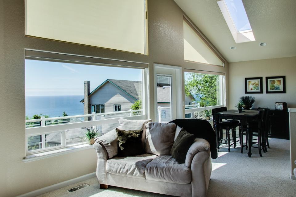 Pacific View Paradise  - Rockaway Beach Vacation Rental - Photo 8
