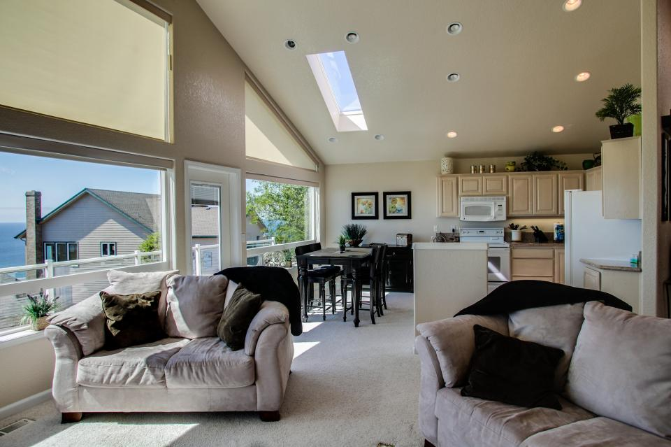 Pacific View Paradise  - Rockaway Beach Vacation Rental - Photo 9