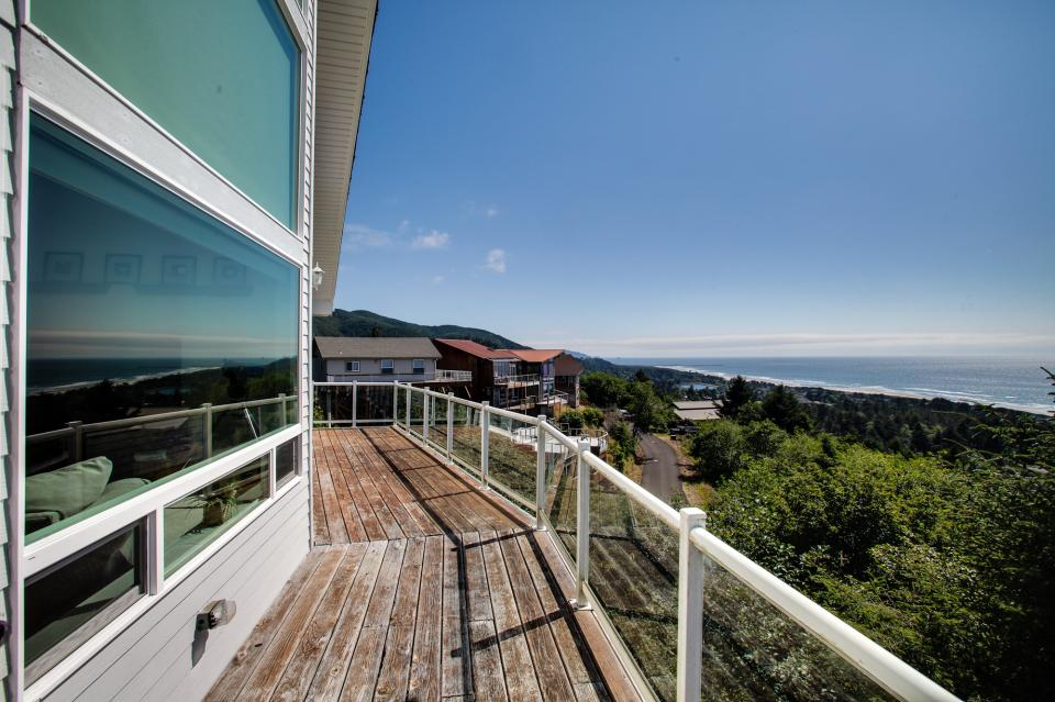 Pacific View Paradise  - Rockaway Beach Vacation Rental - Photo 14