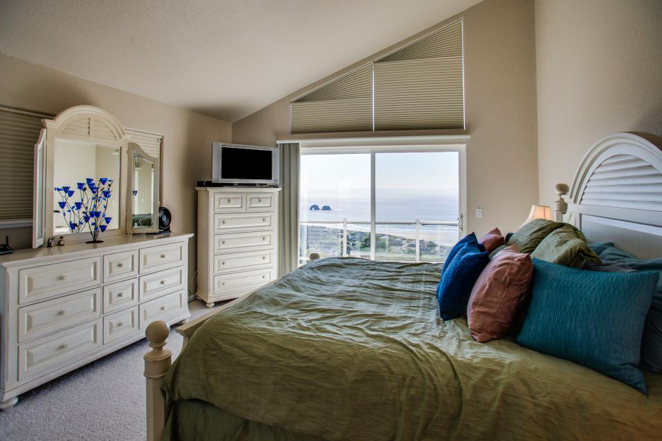 Pacific View Paradise  - Rockaway Beach Vacation Rental - Photo 16