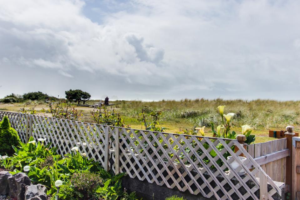 Cheri's Oceanfront Getaway - Rockaway Beach Vacation Rental - Photo 1