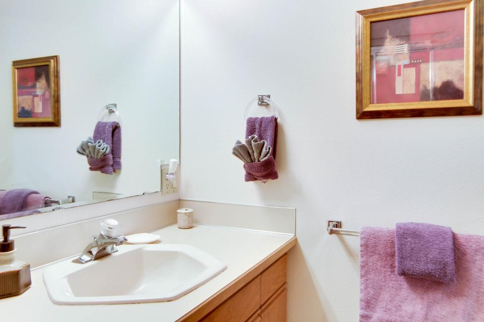 A Gathering Place - South Beach Vacation Rental - Photo 16