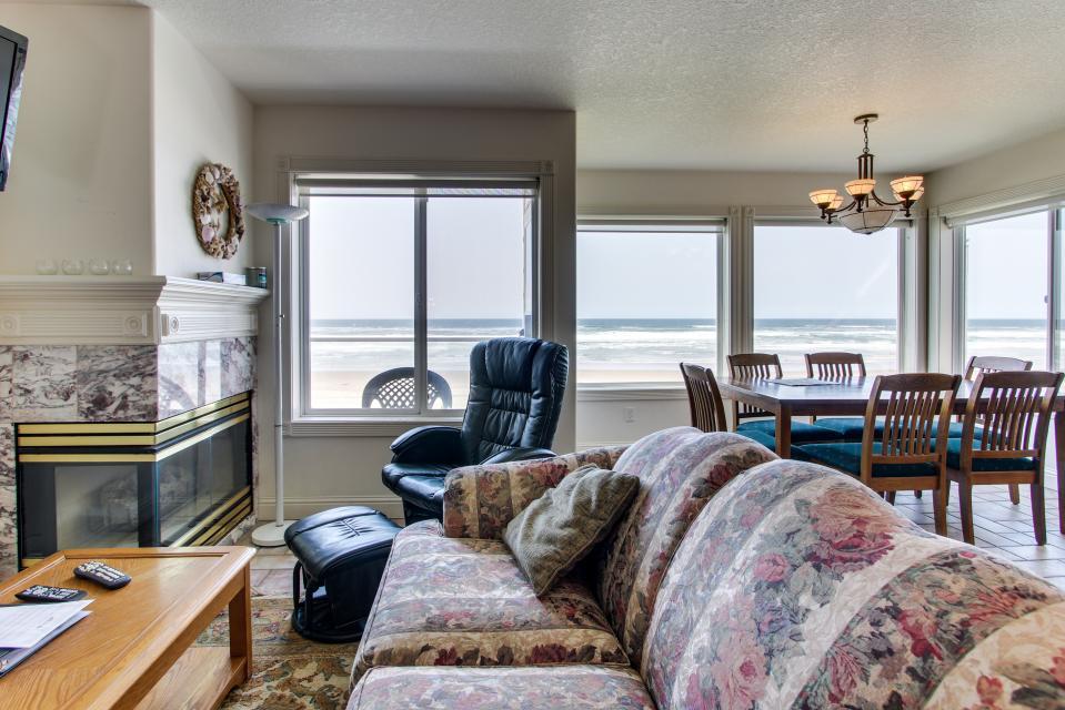 Sand Castle Villa - Rockaway Beach Vacation Rental - Photo 19