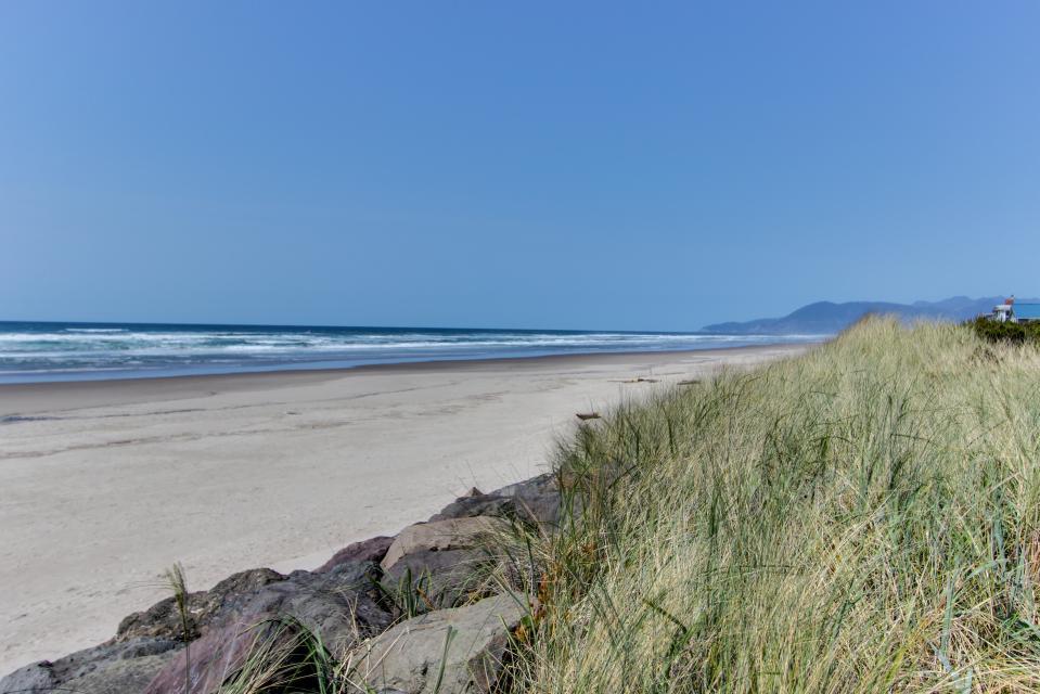 Sand Castle Villa - Rockaway Beach Vacation Rental - Photo 2