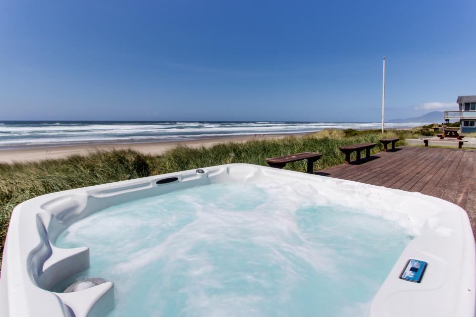 Sand Castle Villa - Rockaway Beach Vacation Rental - Photo 4