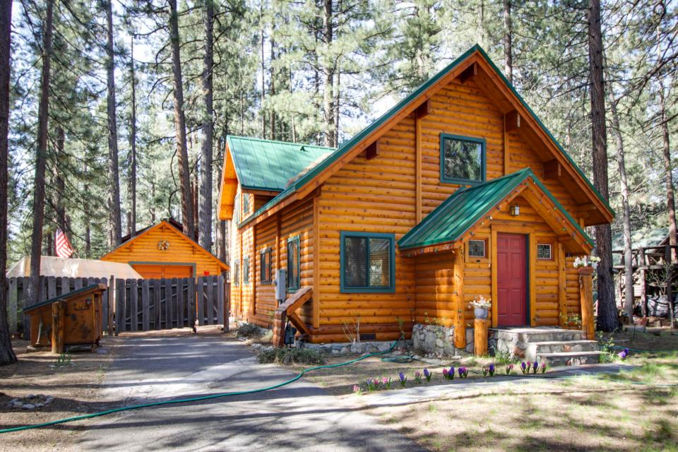 Charming log cabin at al tahoe 3 bd vacation rental in for Rent a cabin in lake tahoe ca