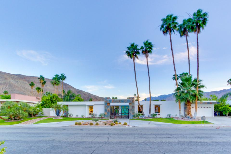 Luxurious Indian Canyons Estate - Palm Springs Vacation Rental - Photo 36