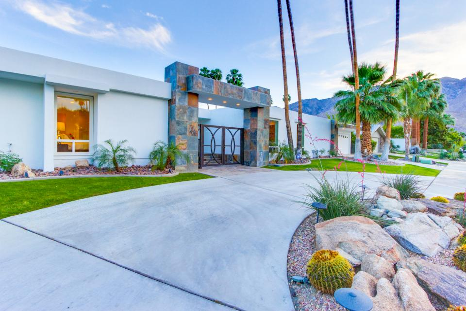 Luxurious Indian Canyons Estate - Palm Springs Vacation Rental - Photo 9