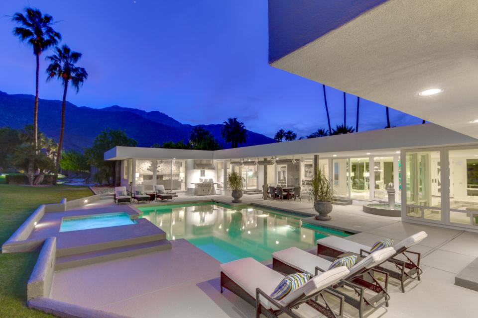 Luxurious Indian Canyons Estate - Palm Springs - Take a Virtual Tour