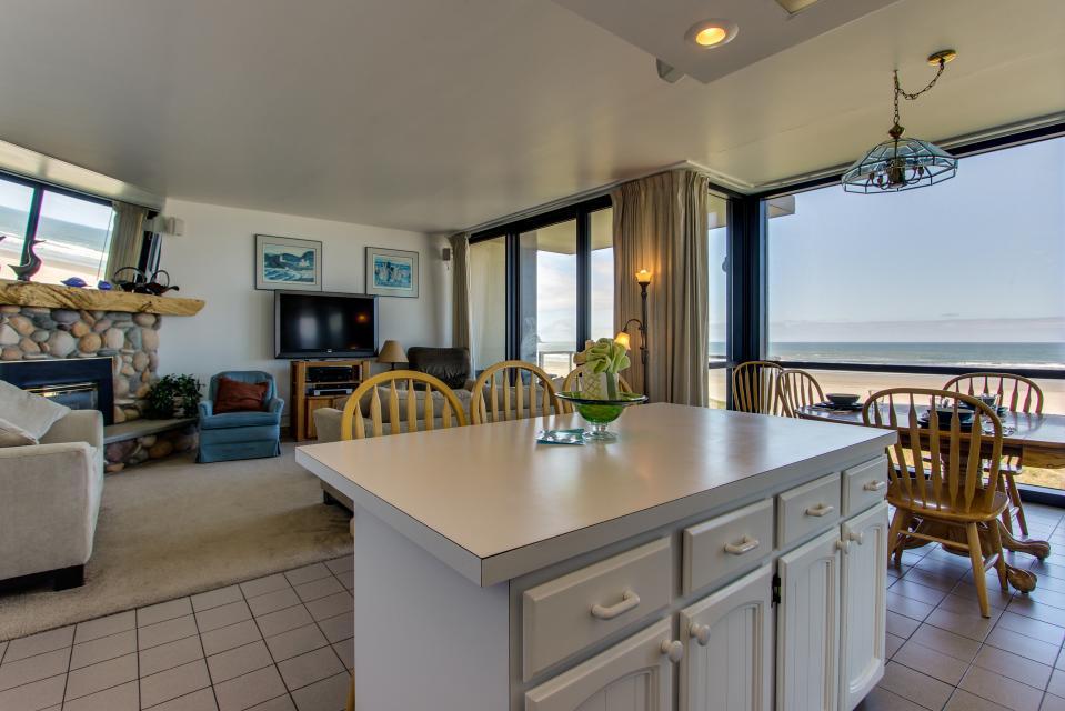 Sand & Sea: Water's Edge (402) - Seaside Vacation Rental - Photo 2
