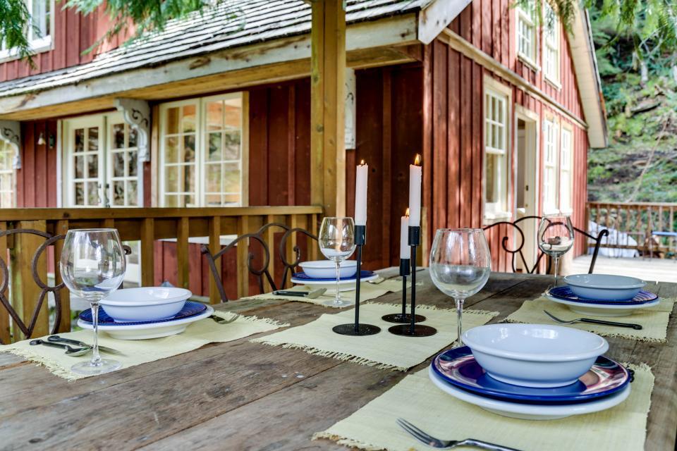 Swedish Stuga Vacation Rental - Rhododendron Vacation Rental - Photo 4