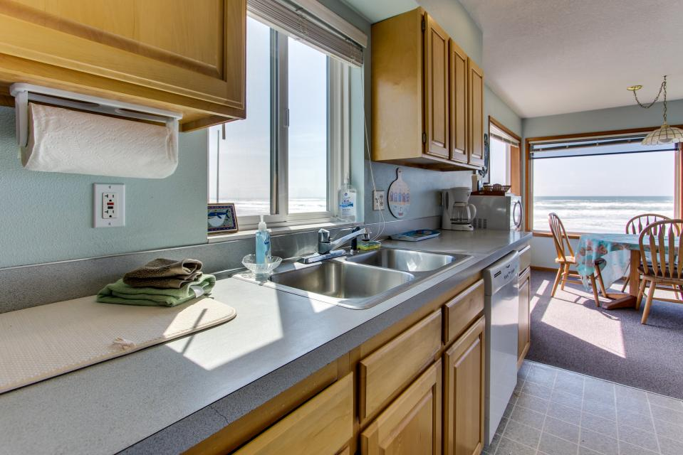 Sweethaven - 3 bedroom - Rockaway Beach Vacation Rental - Photo 16