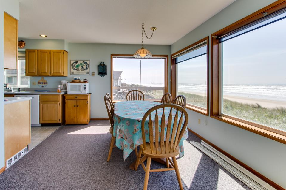 Sweethaven - 3 bedroom - Rockaway Beach Vacation Rental - Photo 6