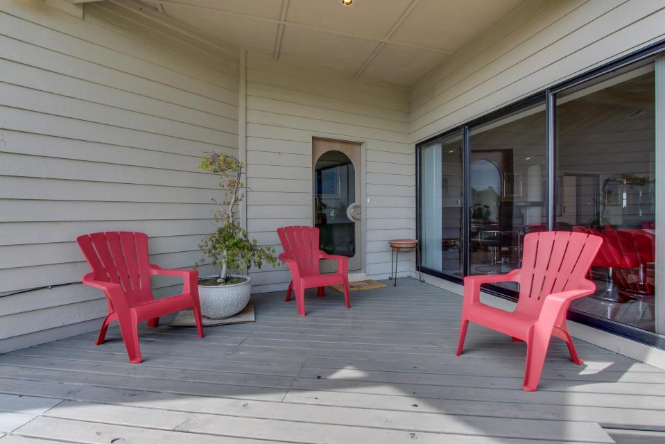 Macklyn cove 4 bd vacation rental in brookings or vacasa for Cabin rentals brookings oregon