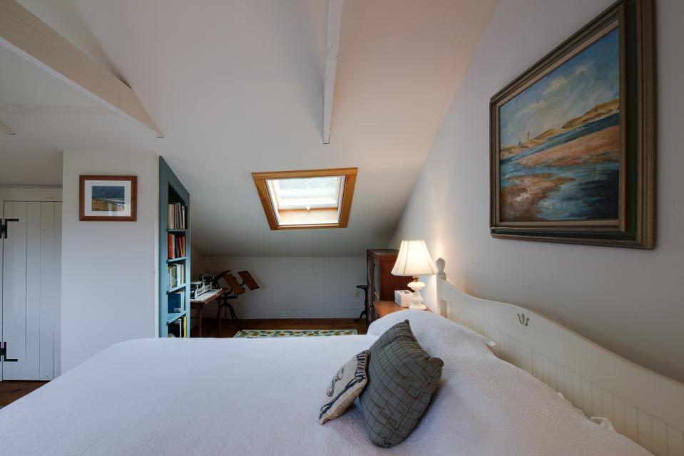 The Looks Pond Garden House - West Tisbury Vacation Rental - Photo 26