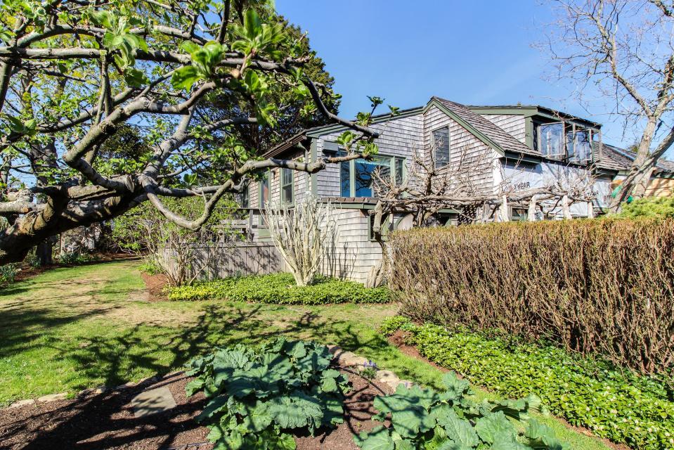 The Looks Pond Garden House - West Tisbury Vacation Rental - Photo 34