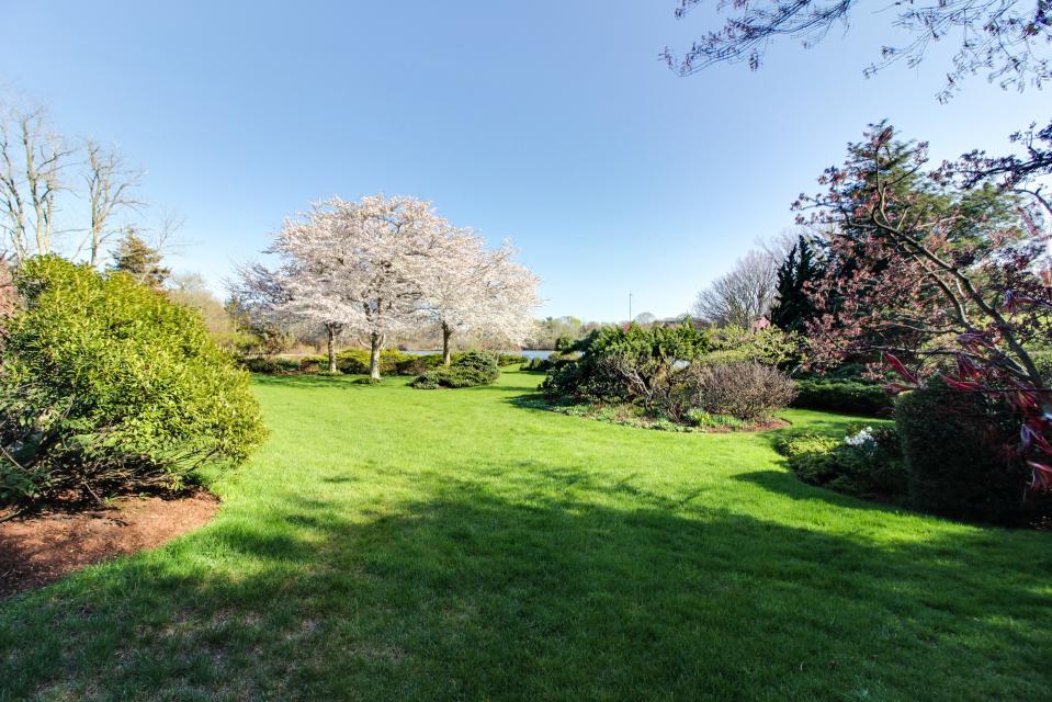 The Looks Pond Garden House - West Tisbury Vacation Rental - Photo 2