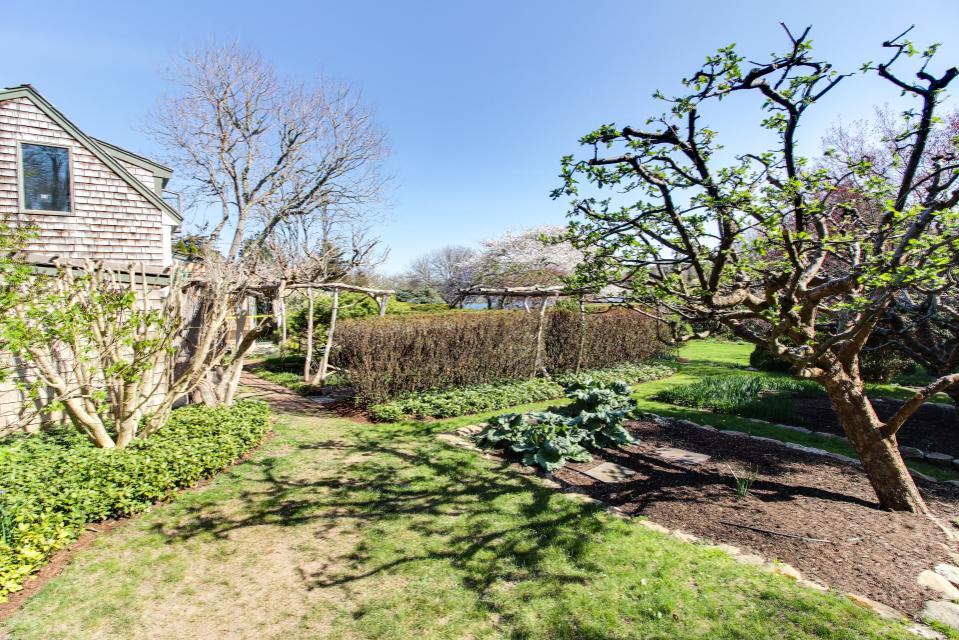 The Looks Pond Garden House - West Tisbury Vacation Rental - Photo 33