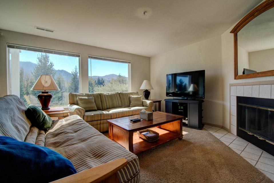 Park Pointe: Hilltop Sunset (A102) - Chelan Vacation Rental