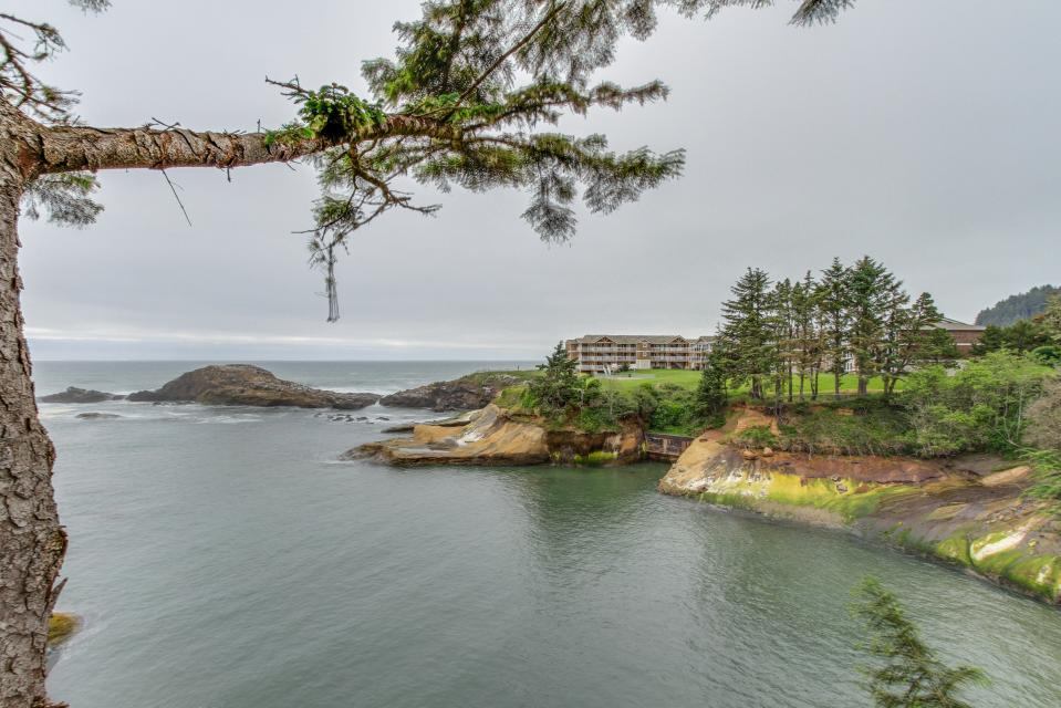 Pirate Cove Cottage 2 - Depoe Bay Vacation Rental - Photo 18
