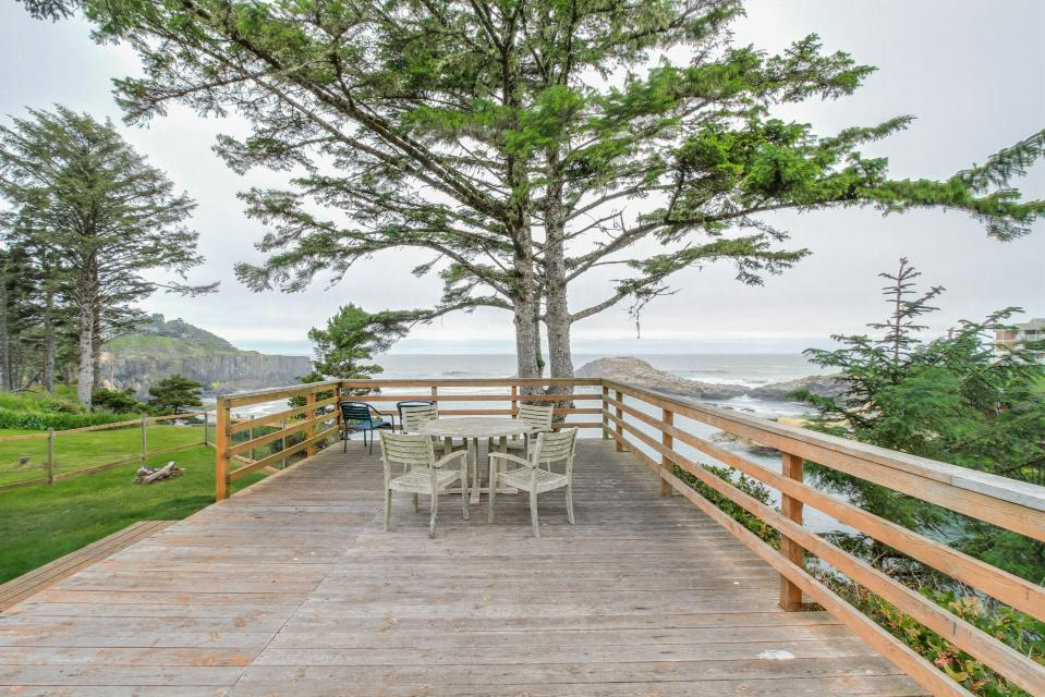 Pirate Cove Cottage 2 - Depoe Bay Vacation Rental - Photo 2