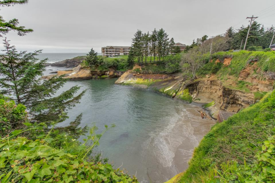 Pirate Cove Cottage 2 - Depoe Bay Vacation Rental - Photo 1