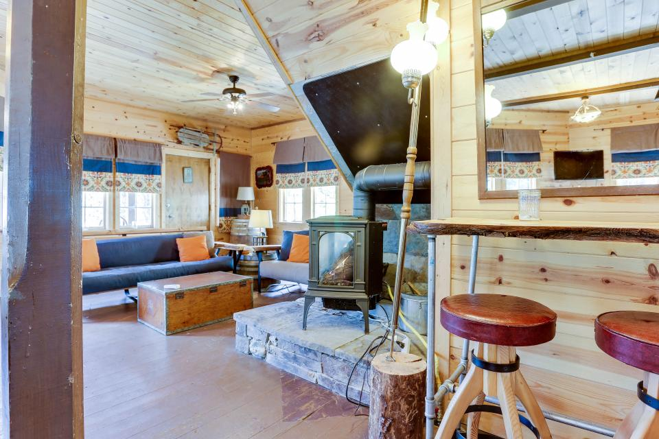 Flying Stag: Main Lodge - Government Camp - Take a Virtual Tour