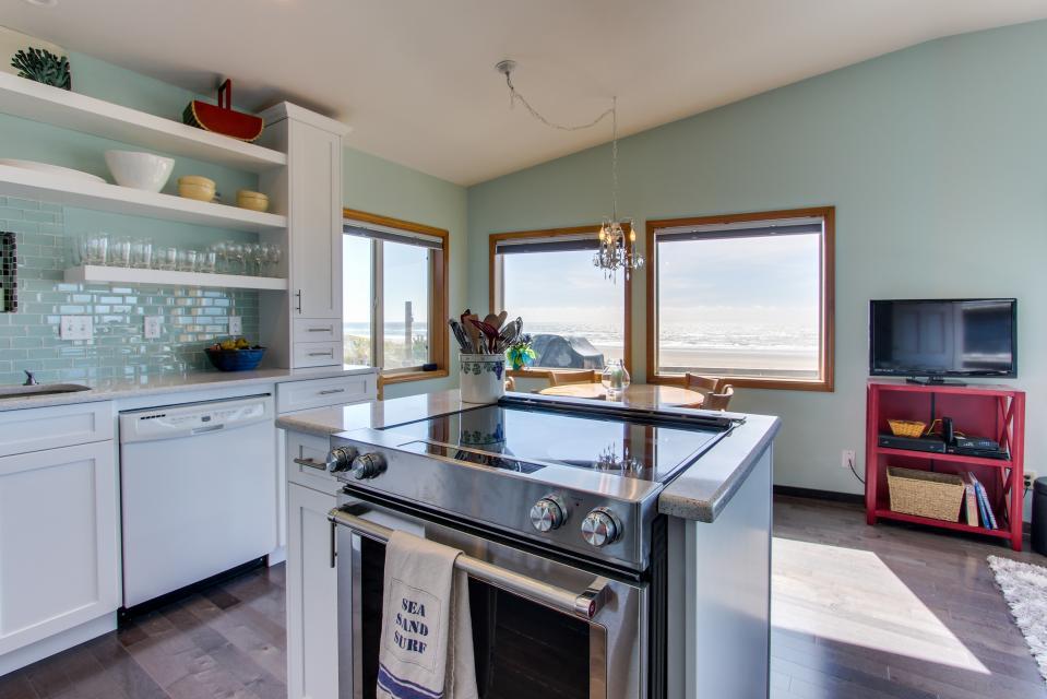 Whalewatcher  - Rockaway Beach Vacation Rental - Photo 4