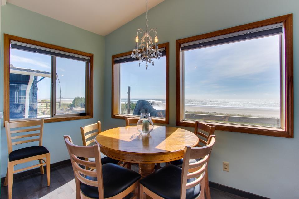 Whalewatcher  - Rockaway Beach Vacation Rental - Photo 6