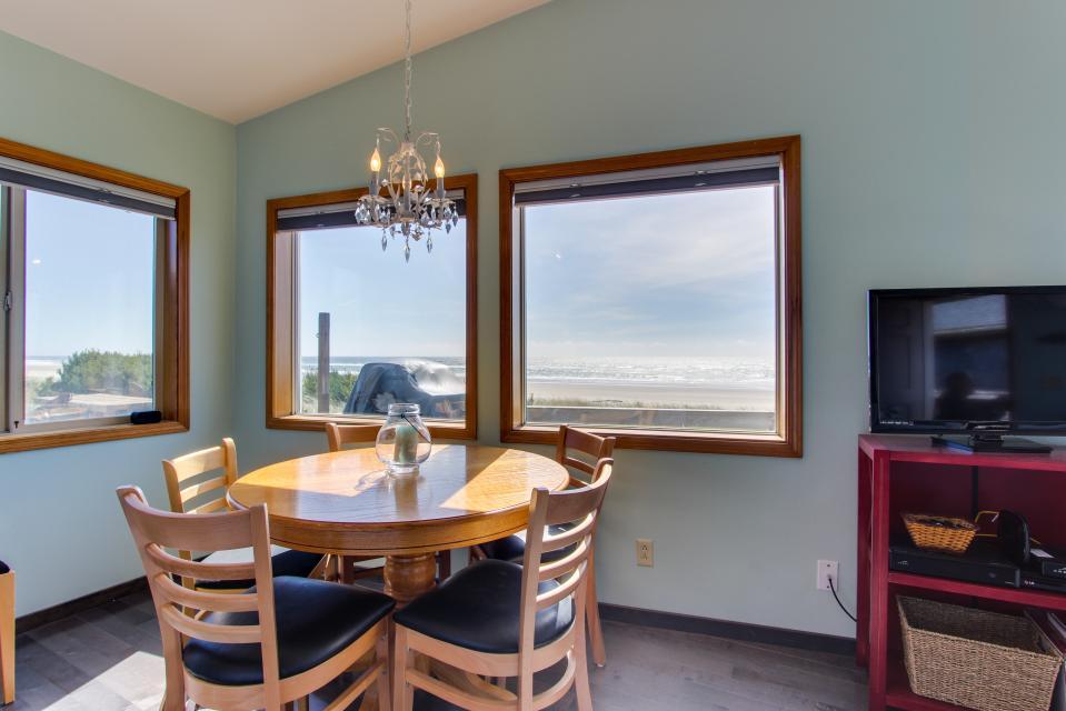 Whalewatcher  - Rockaway Beach Vacation Rental - Photo 21