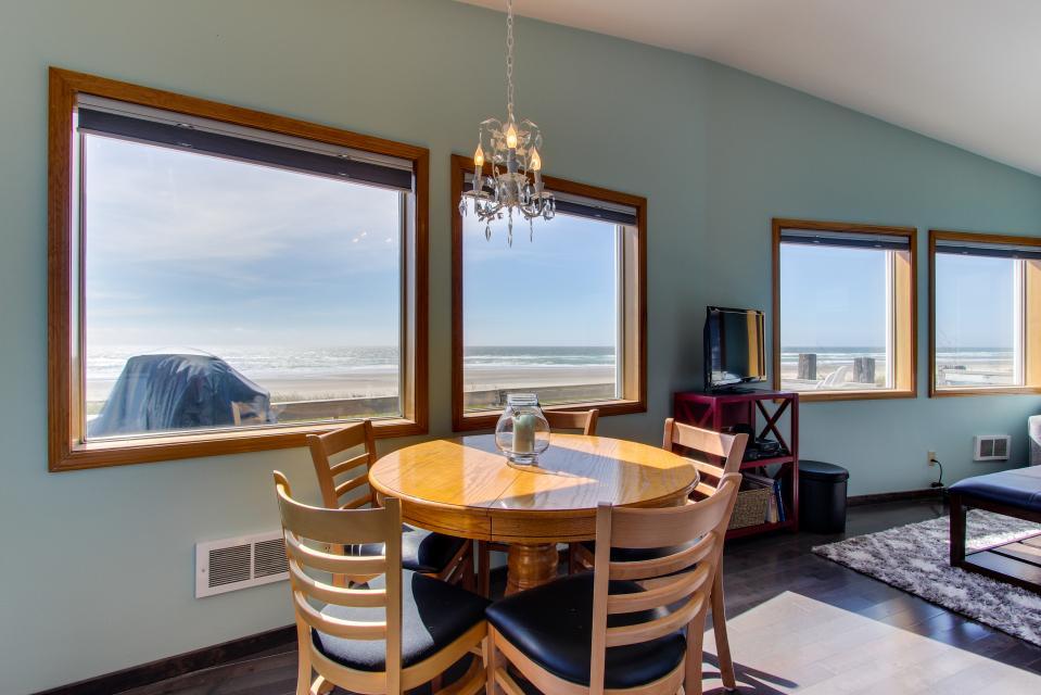 Whalewatcher  - Rockaway Beach Vacation Rental - Photo 14