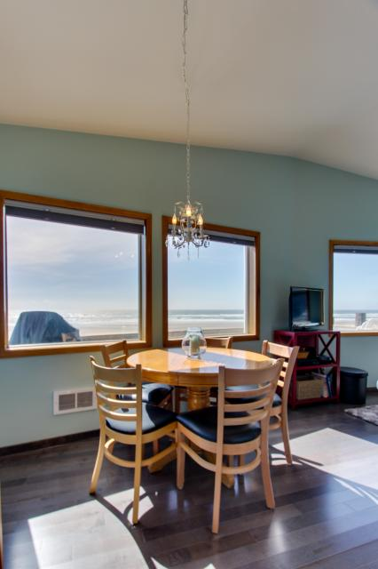 Whalewatcher  - Rockaway Beach Vacation Rental - Photo 19