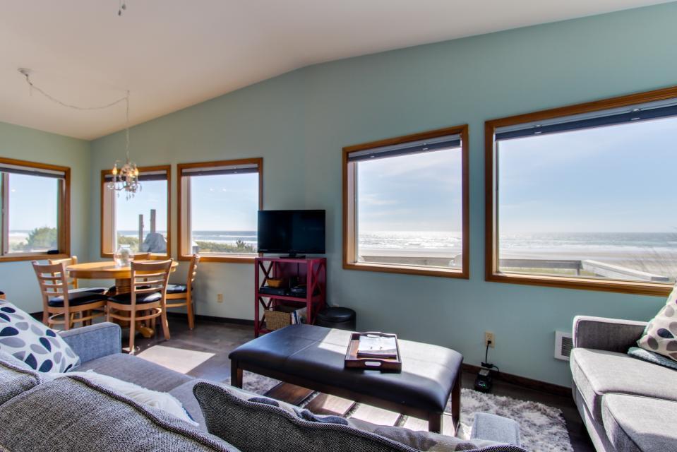 Whalewatcher  - Rockaway Beach Vacation Rental - Photo 16