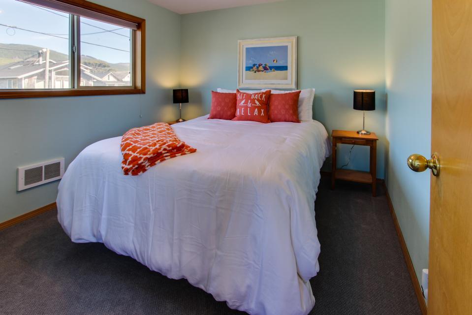 Whalewatcher  - Rockaway Beach Vacation Rental - Photo 11