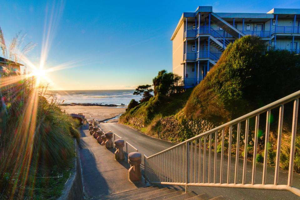 Warm Ocean Breeze - Lincoln City Vacation Rental - Photo 23